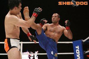 Royce Gracie (blue trunks) vs. Kazushi Sakuraba